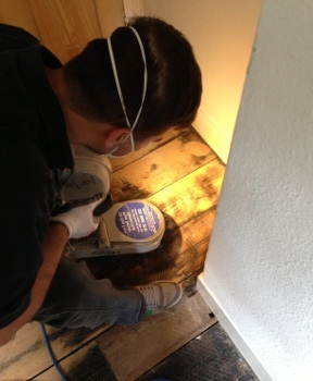 professional floor sanding technician in Newington Green